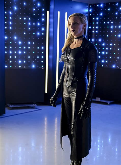 ARROW: Black Siren & Black Canary Have A Good Cry In New
